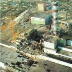 Φωτογραφία από τη Wikipedia του κατεστραμμένου αντιδραστήρα στο Τσερνόμπιλ