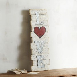 Beautiful Valentine Wall Decor And Color Ideas 34