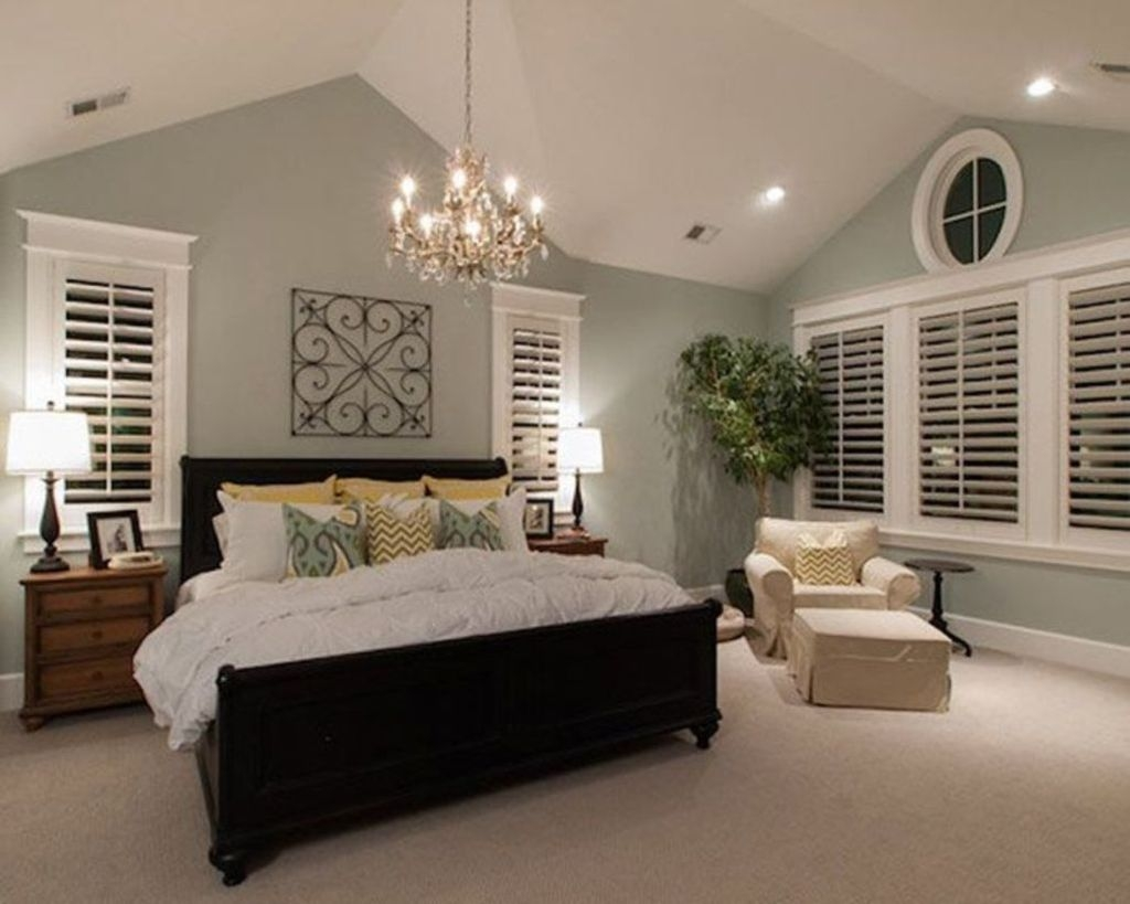 Lovely Winter Master Bedroom Decorations 19
