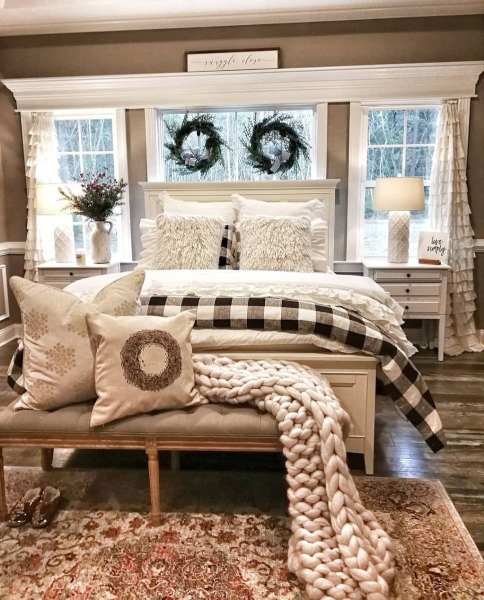 Lovely Winter Master Bedroom Decorations 23
