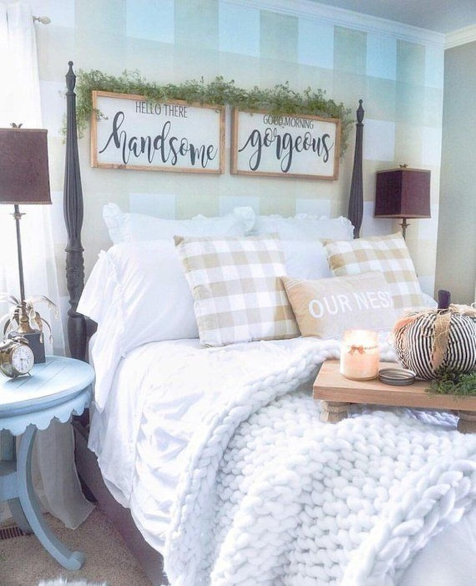 Lovely Winter Master Bedroom Decorations 42