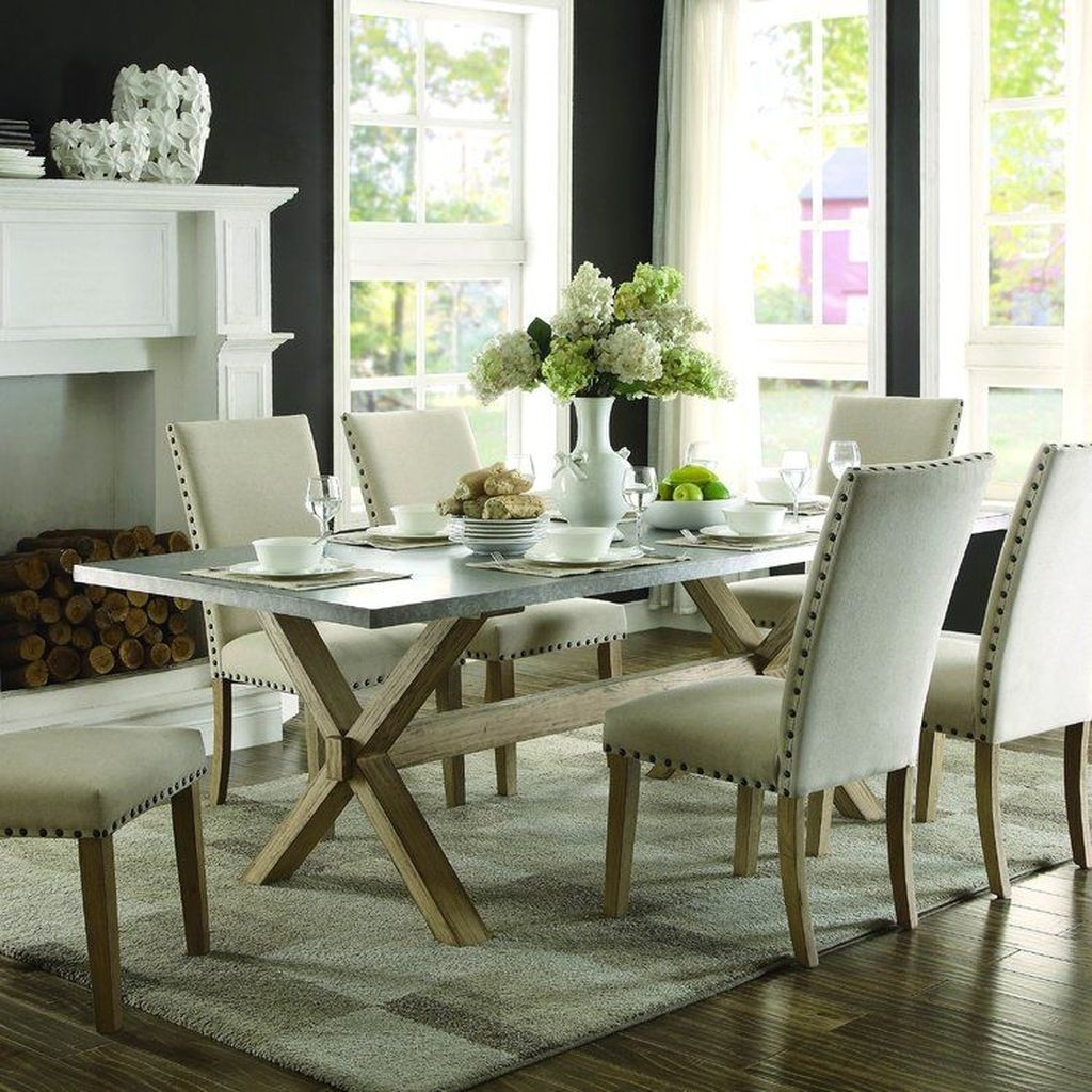 Winter Dining Room Decoration Ideas On Your Table 21