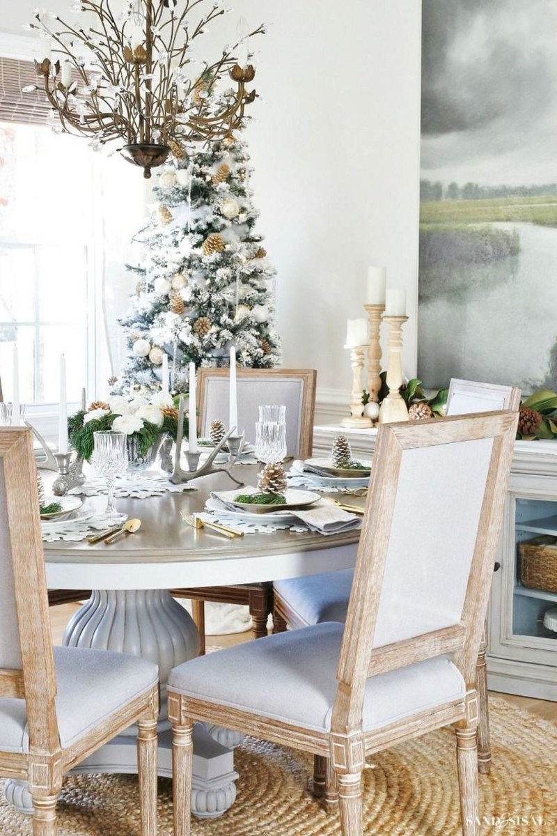 Winter Dining Room Decoration Ideas On Your Table 28