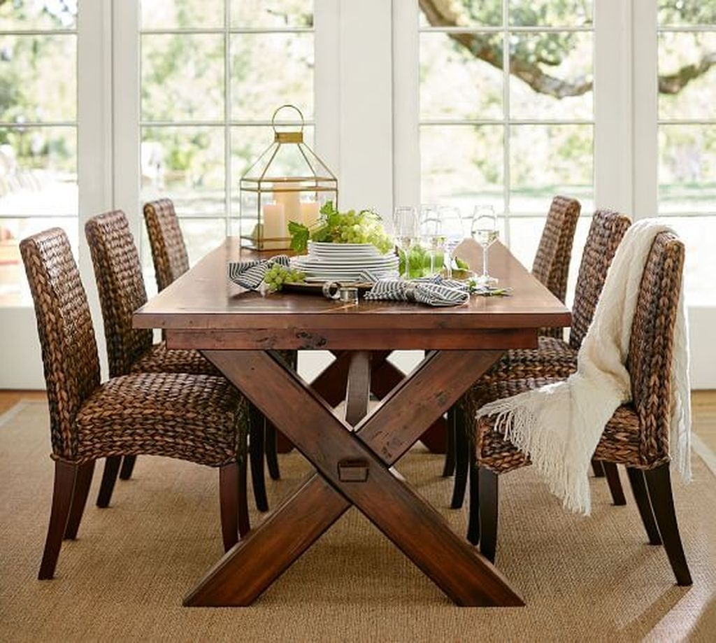 Winter Dining Room Decoration Ideas On Your Table 40