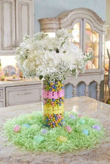 Amazing Bright And Colorful Easter Table Decoration Ideas 26