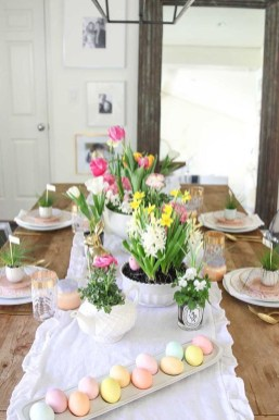 Amazing Bright And Colorful Easter Table Decoration Ideas 35