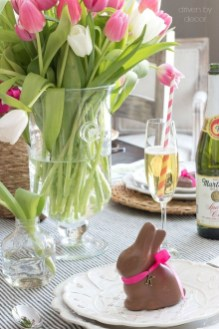 Amazing Bright And Colorful Easter Table Decoration Ideas 37