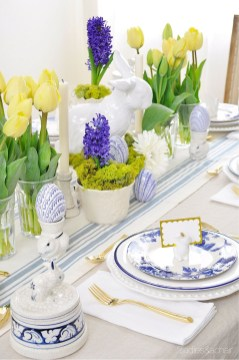 Amazing Bright And Colorful Easter Table Decoration Ideas 42