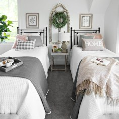 Gorgeous Guest Bedroom Decoration Ideas 02