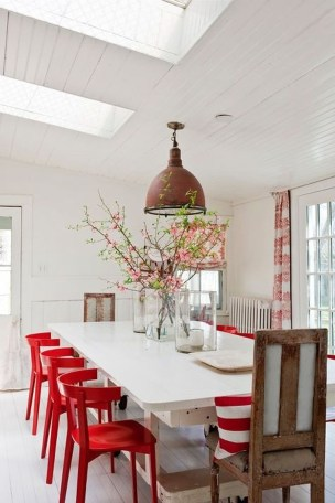 Sweet Living Room Decor Ideas With Red Color For Valentines Day 40