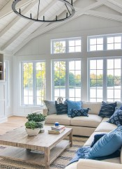 Affordable Blue And White Home Decor Ideas Best For Spring Time 23
