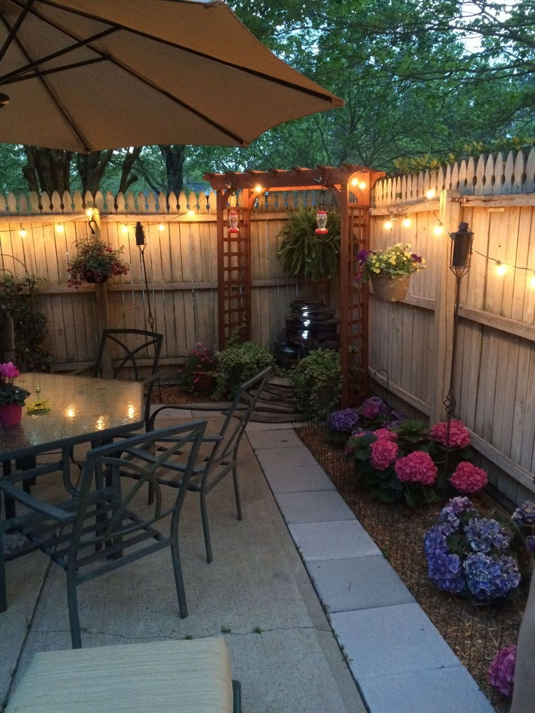 Popular Small Backyard Patio Design Ideas 10 - HOMYHOMEE