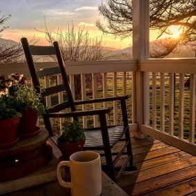 Stunning Spring Front Porch Decoration Ideas 10