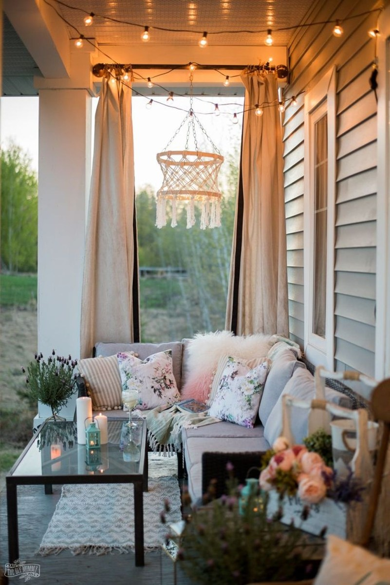 Stunning Spring Front Porch Decoration Ideas 18