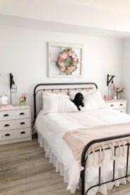 Elegant Farmhouse Bedroom Decor Ideas 17