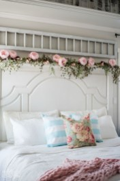Perfect Spring Bedroom Decorating Ideas 19