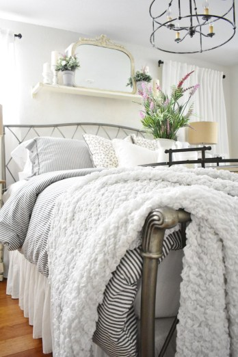 Perfect Spring Bedroom Decorating Ideas 37