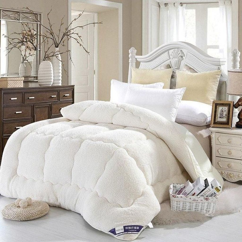 Amazing Winter Bedding Ideas To Get A Cozy Bedroom 14
