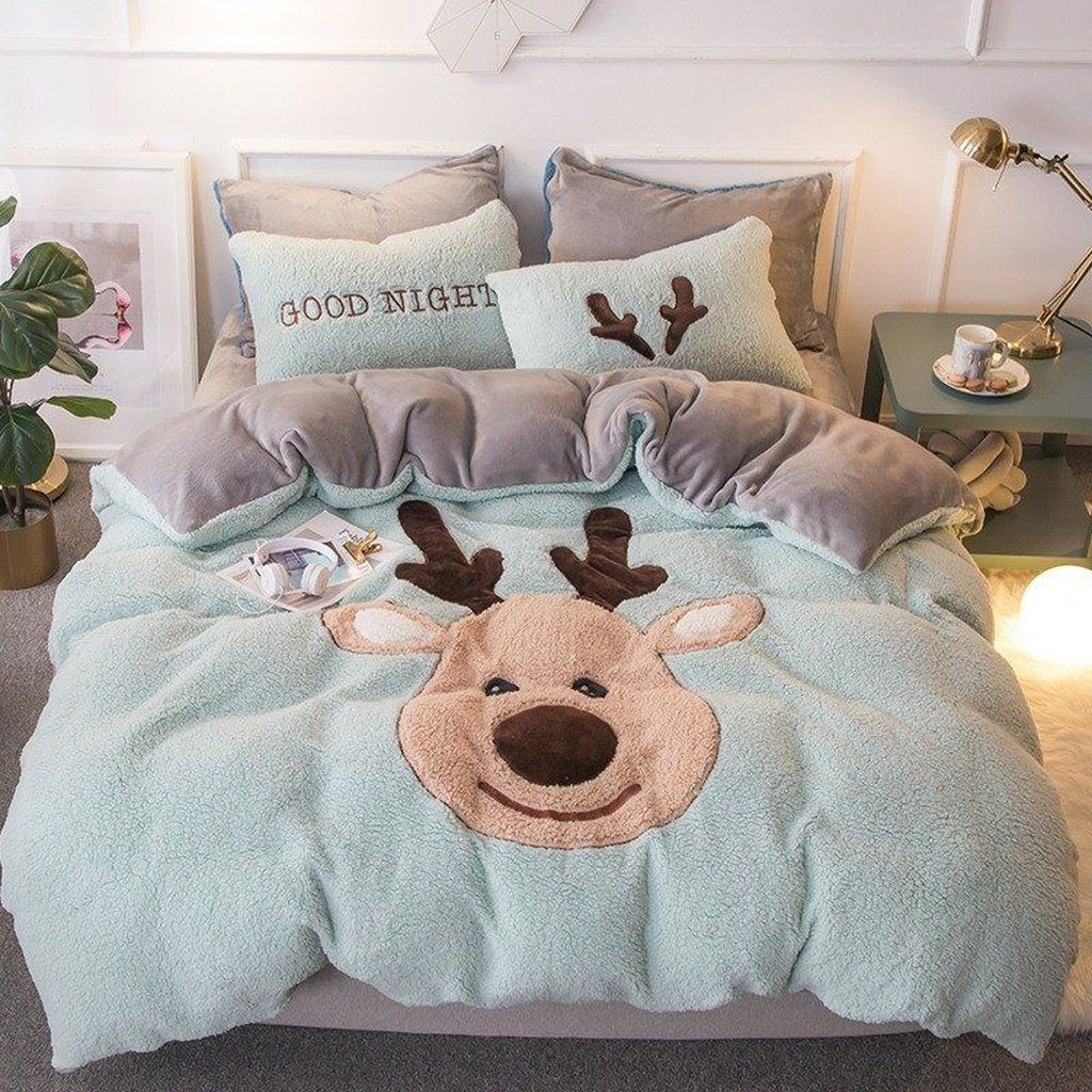 Amazing Winter Bedding Ideas To Get A Cozy Bedroom 17