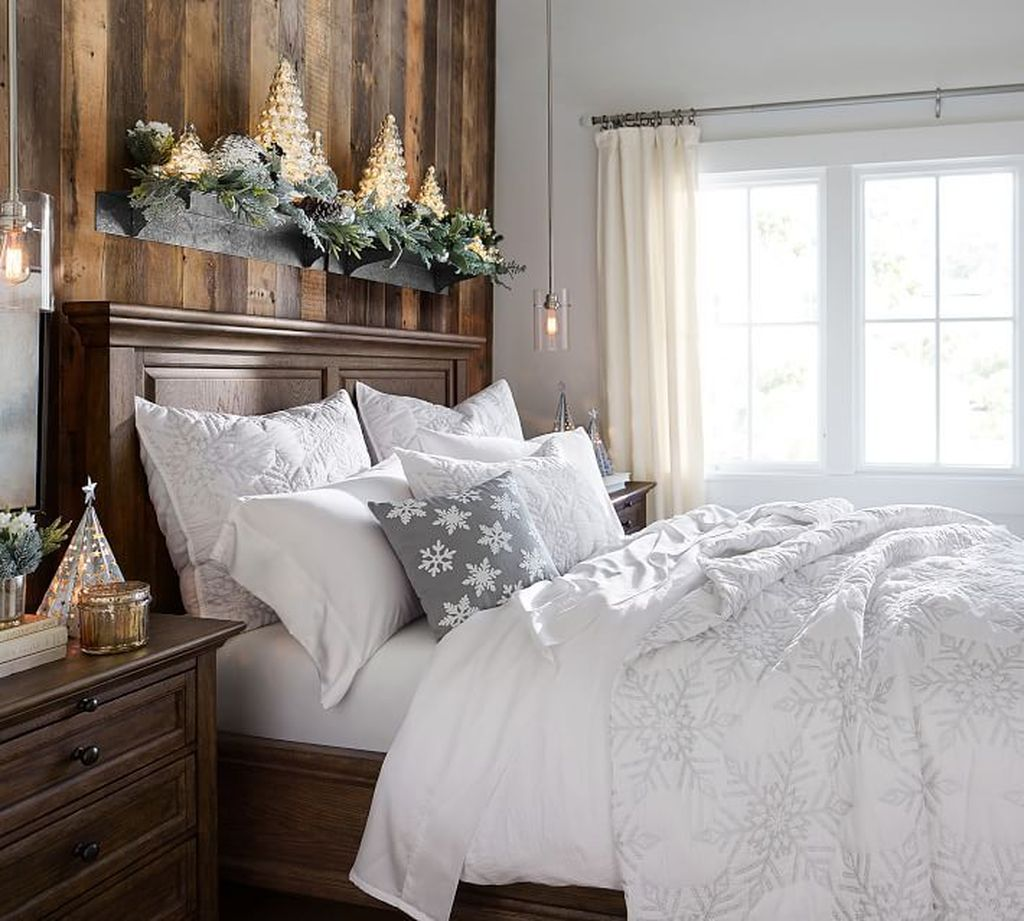 Amazing Winter Bedding Ideas To Get A Cozy Bedroom 23