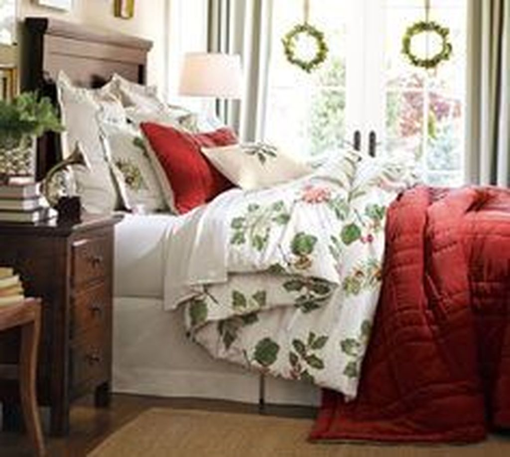 Amazing Winter Bedding Ideas To Get A Cozy Bedroom 40