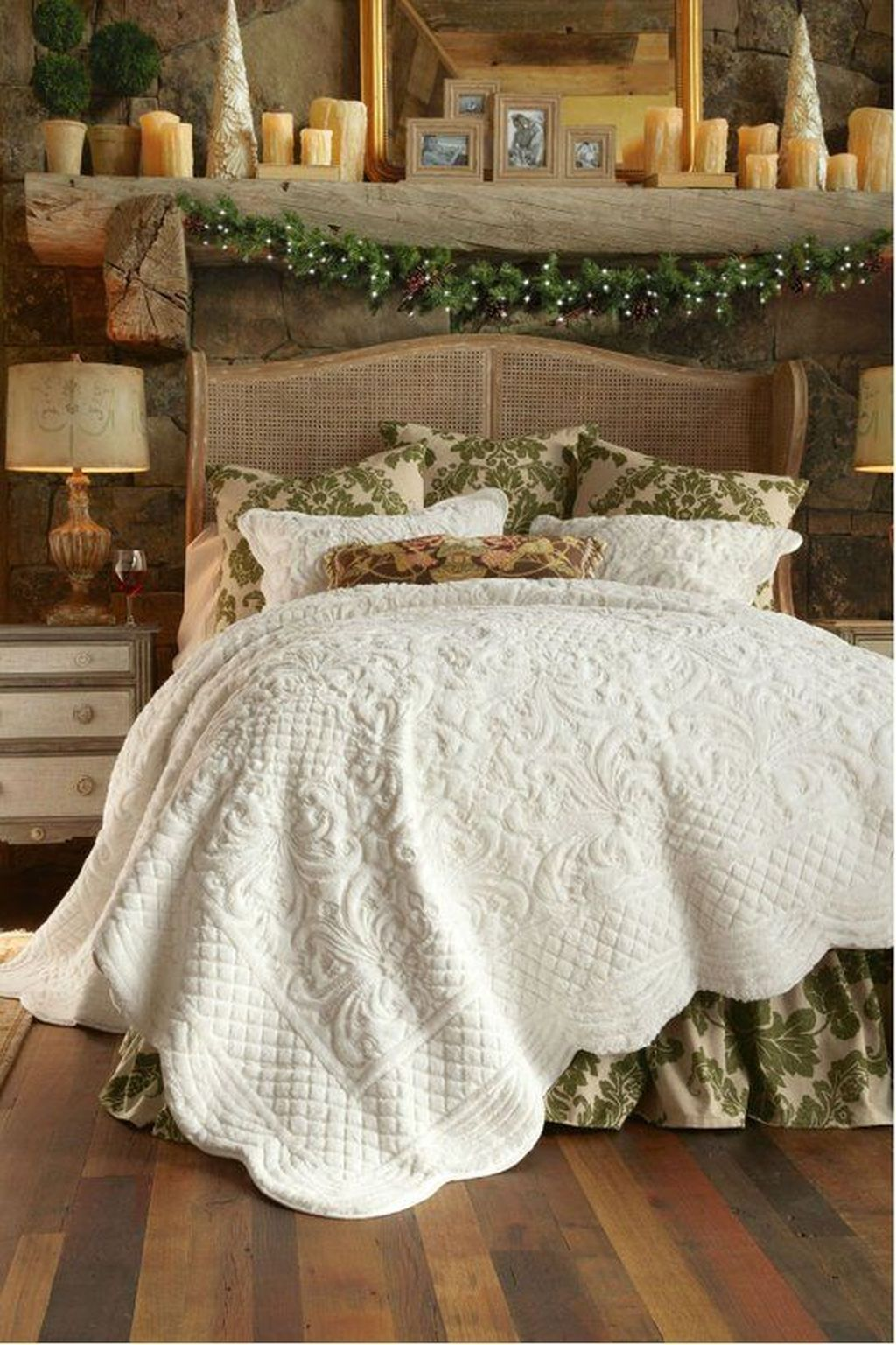 Amazing Winter Bedding Ideas To Get A Cozy Bedroom 41