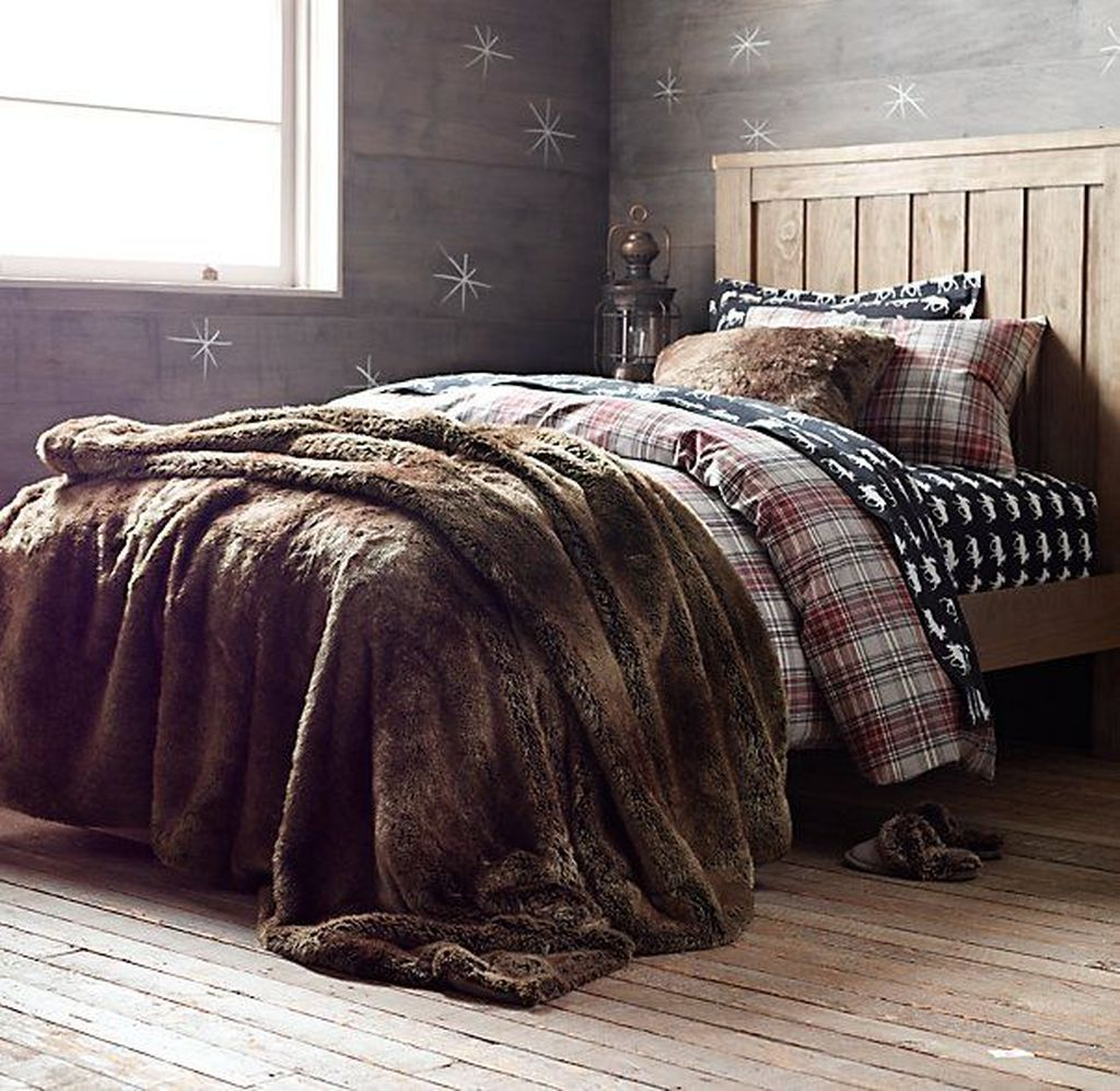 Amazing Winter Bedding Ideas To Get A Cozy Bedroom 47