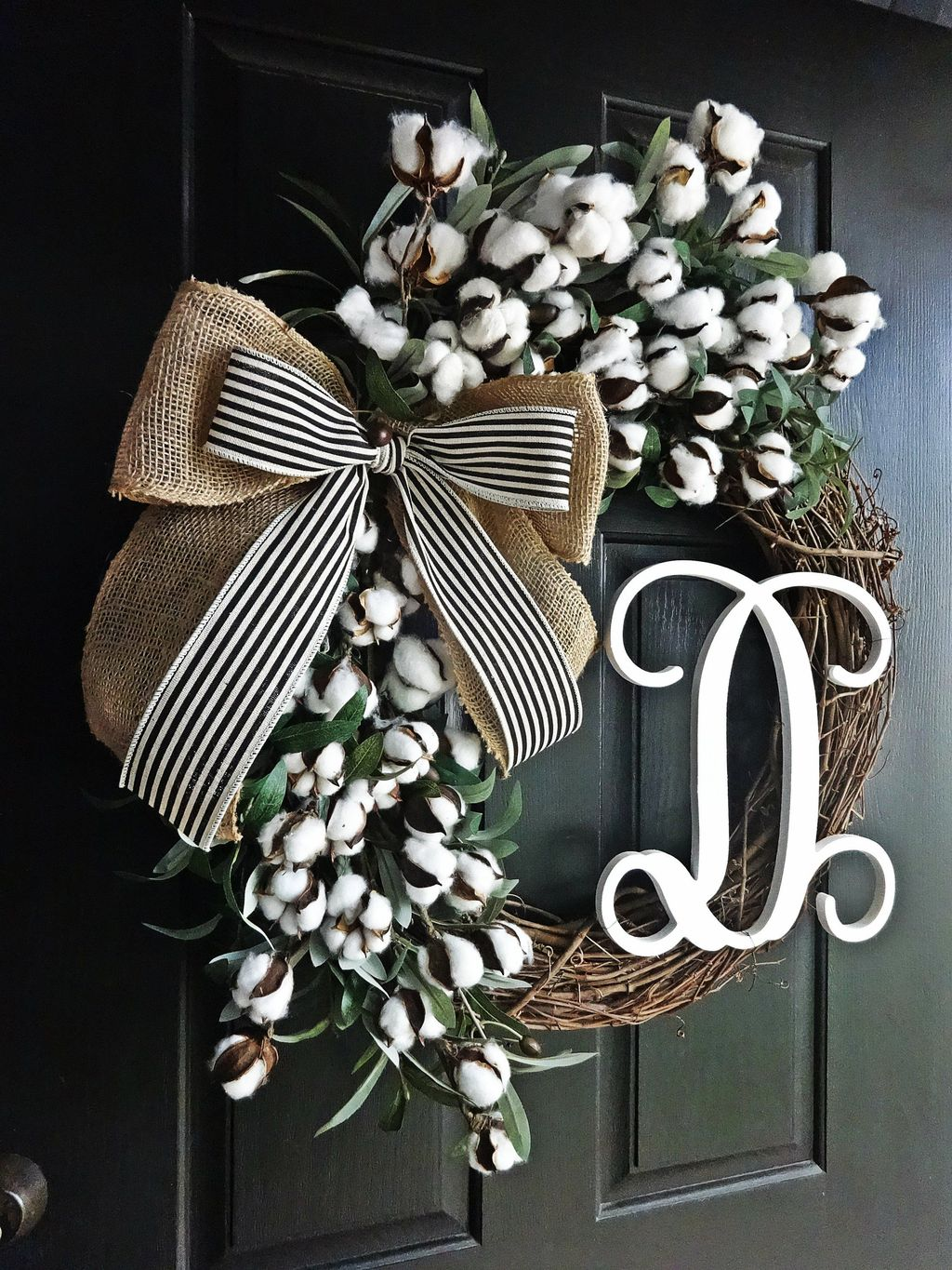 Awesome Winter Door Wreaths You Can Try This Season 02