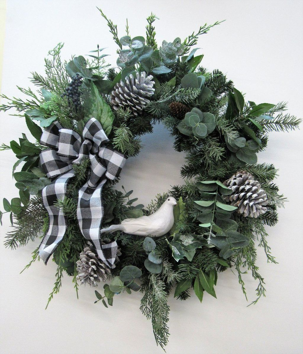 Awesome Winter Door Wreaths You Can Try This Season 06