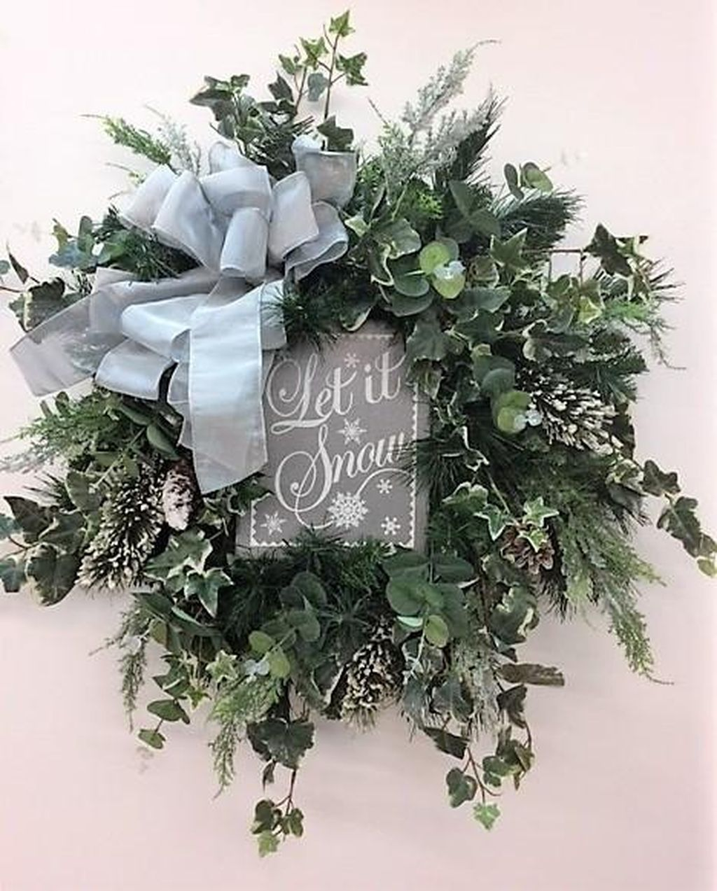 Awesome Winter Door Wreaths You Can Try This Season 07