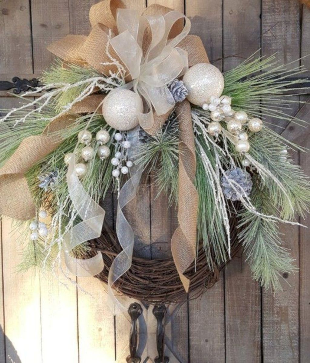 Awesome Winter Door Wreaths You Can Try This Season 10