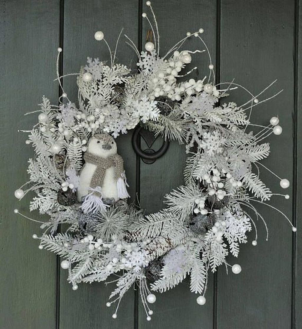 Awesome Winter Door Wreaths You Can Try This Season 19