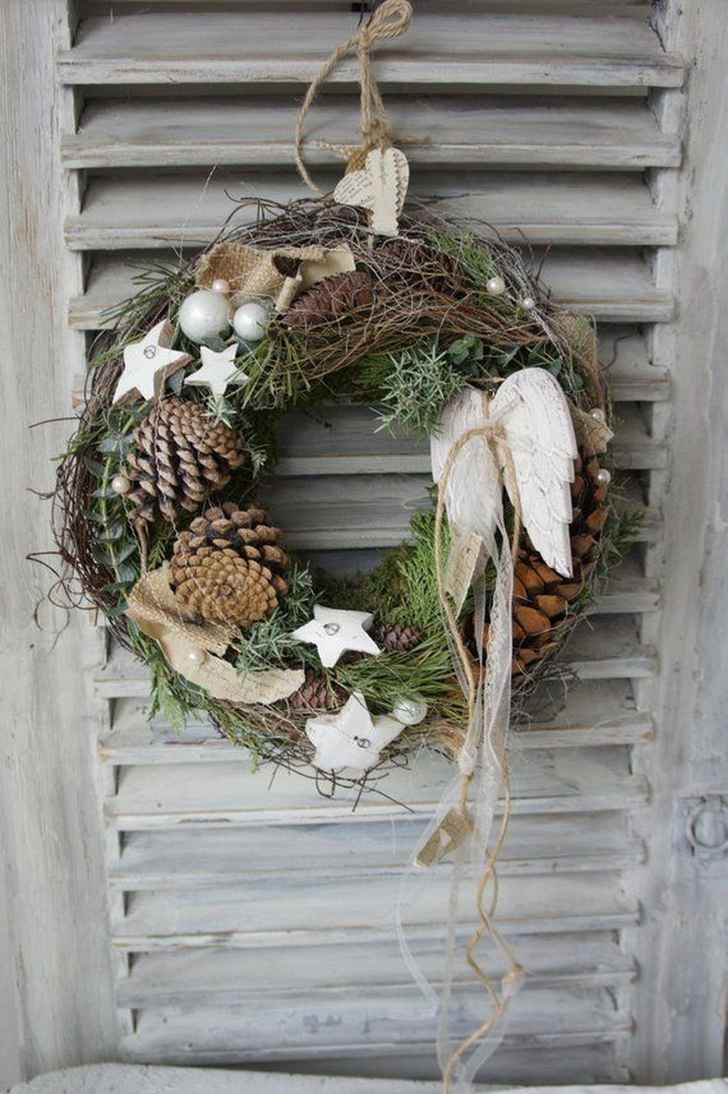 Awesome Winter Door Wreaths You Can Try This Season 23