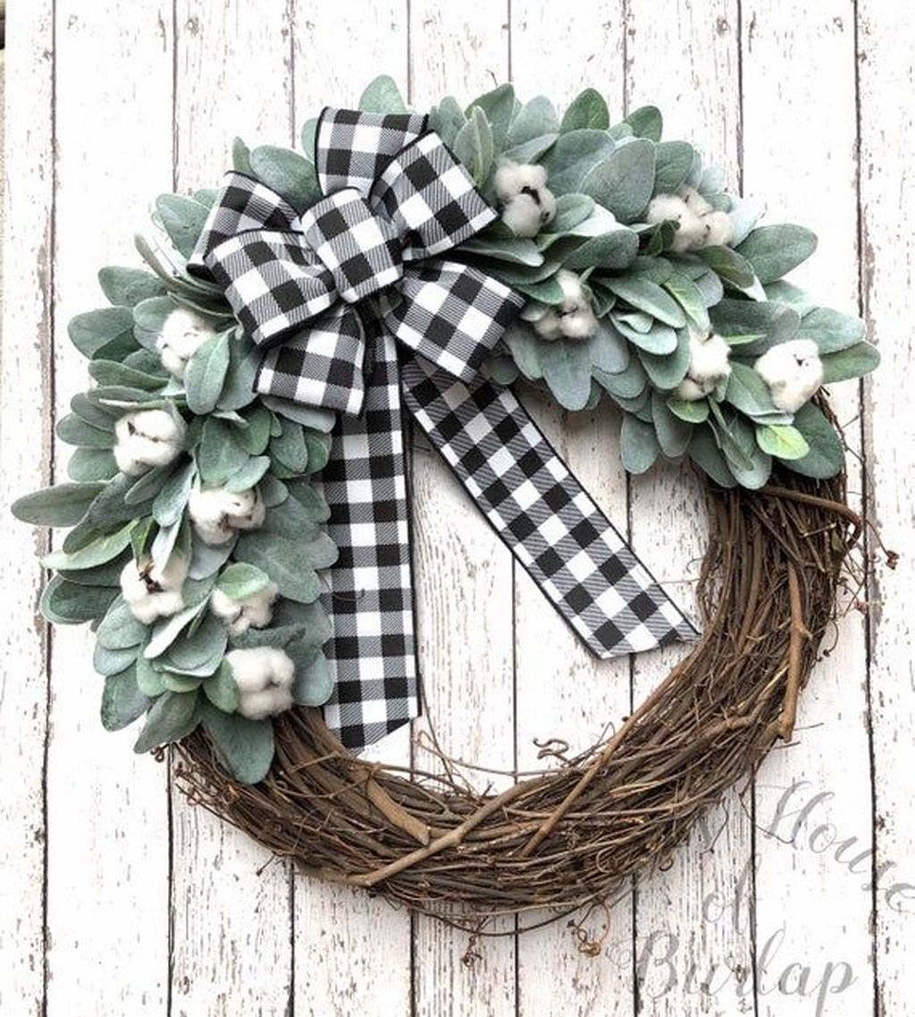 Awesome Winter Door Wreaths You Can Try This Season 38