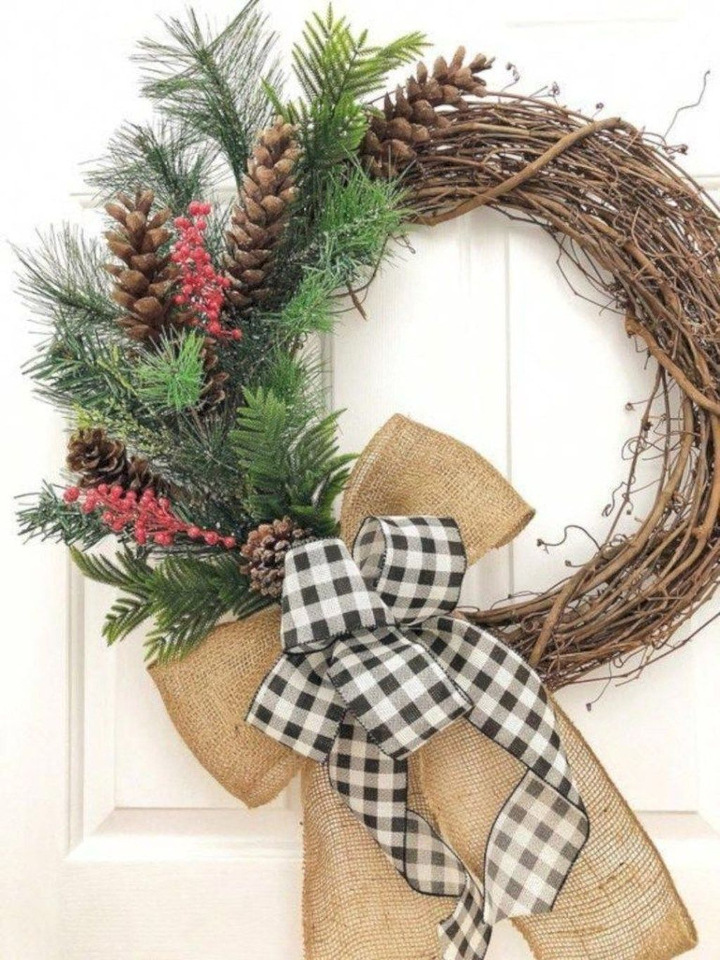 Awesome Winter Door Wreaths You Can Try This Season 41