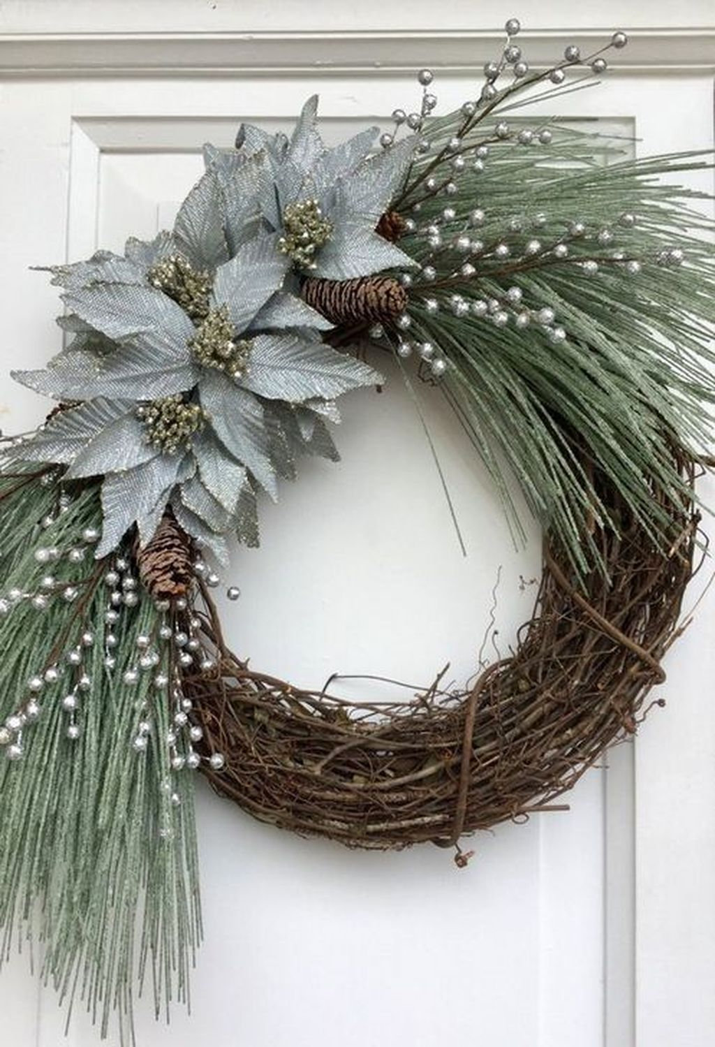 Awesome Winter Door Wreaths You Can Try This Season 42