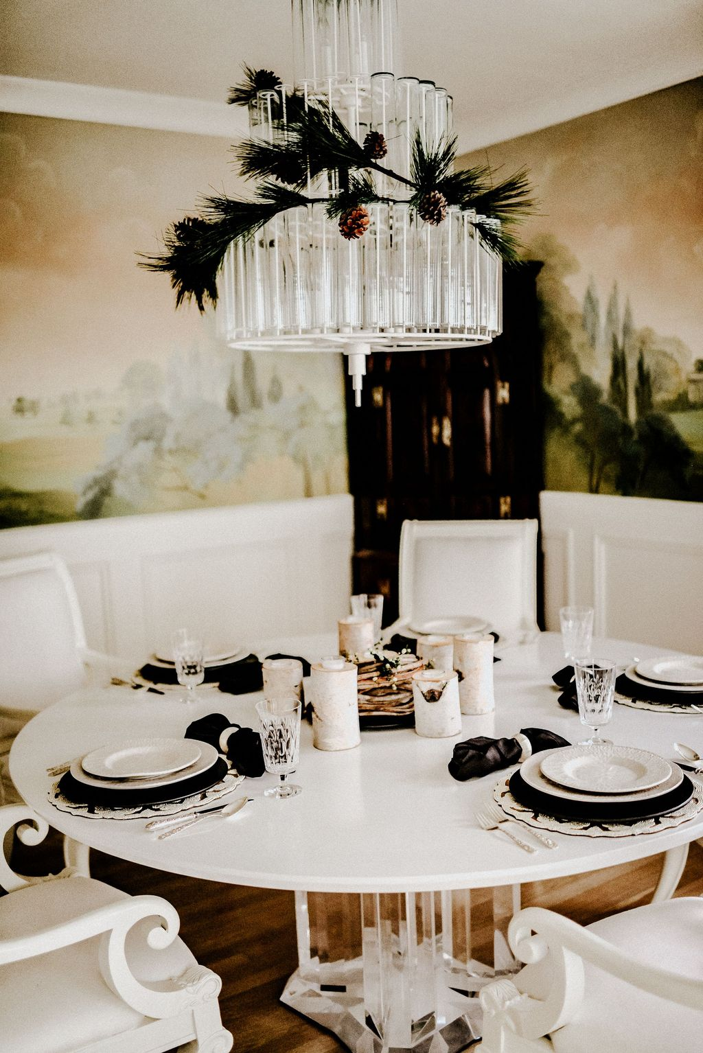 Beautiful Winter Dining Room Table Decor Ideas Which You Definitely Like 11