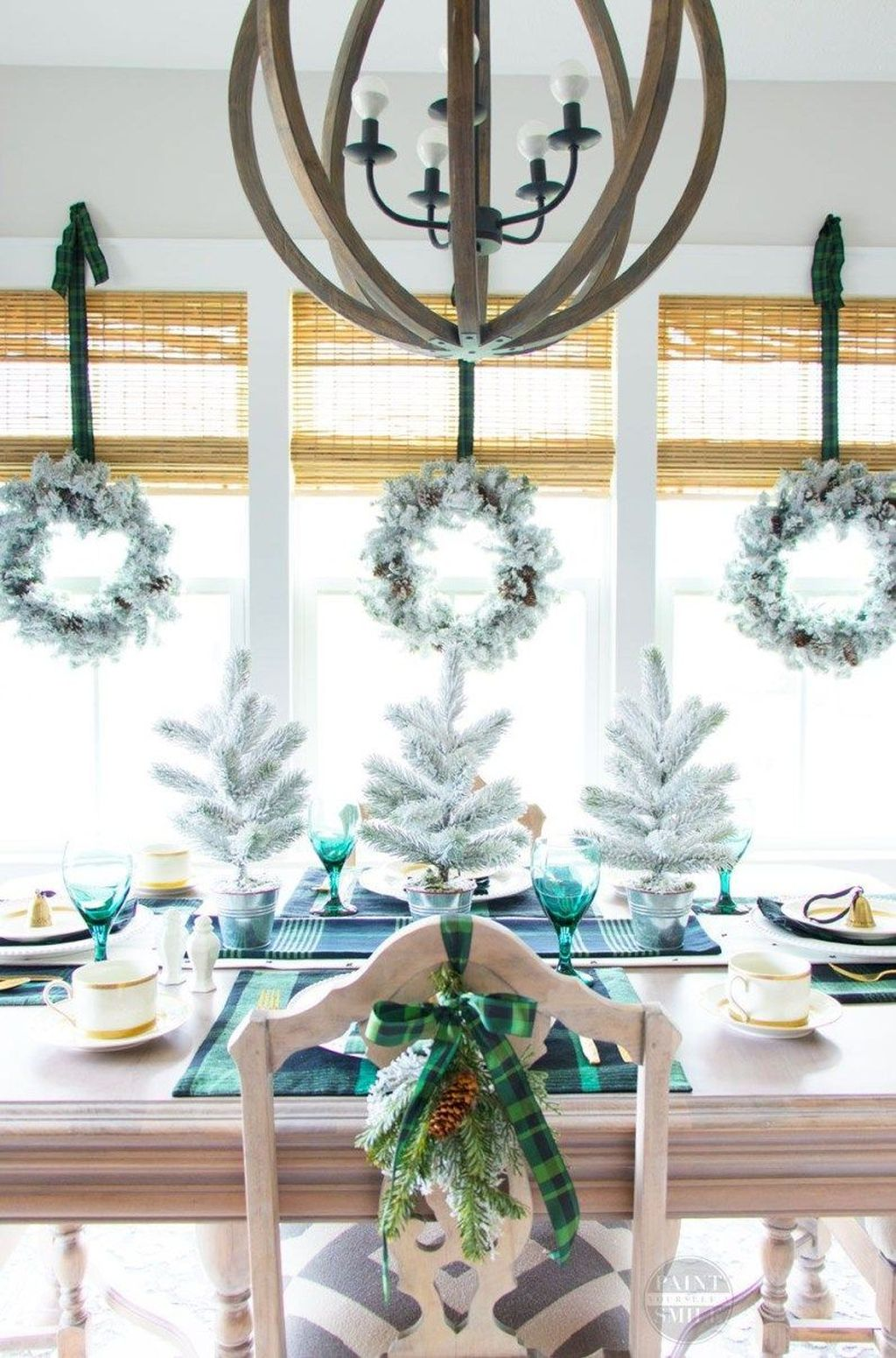 Beautiful Winter Dining Room Table Decor Ideas Which You Definitely Like 21