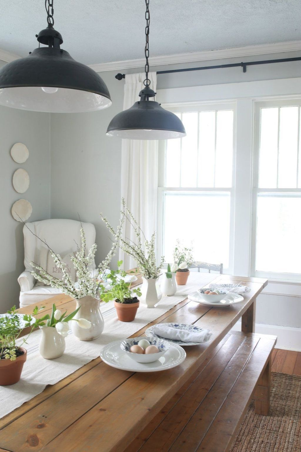 Beautiful Winter Dining Room Table Decor Ideas Which You Definitely Like 24
