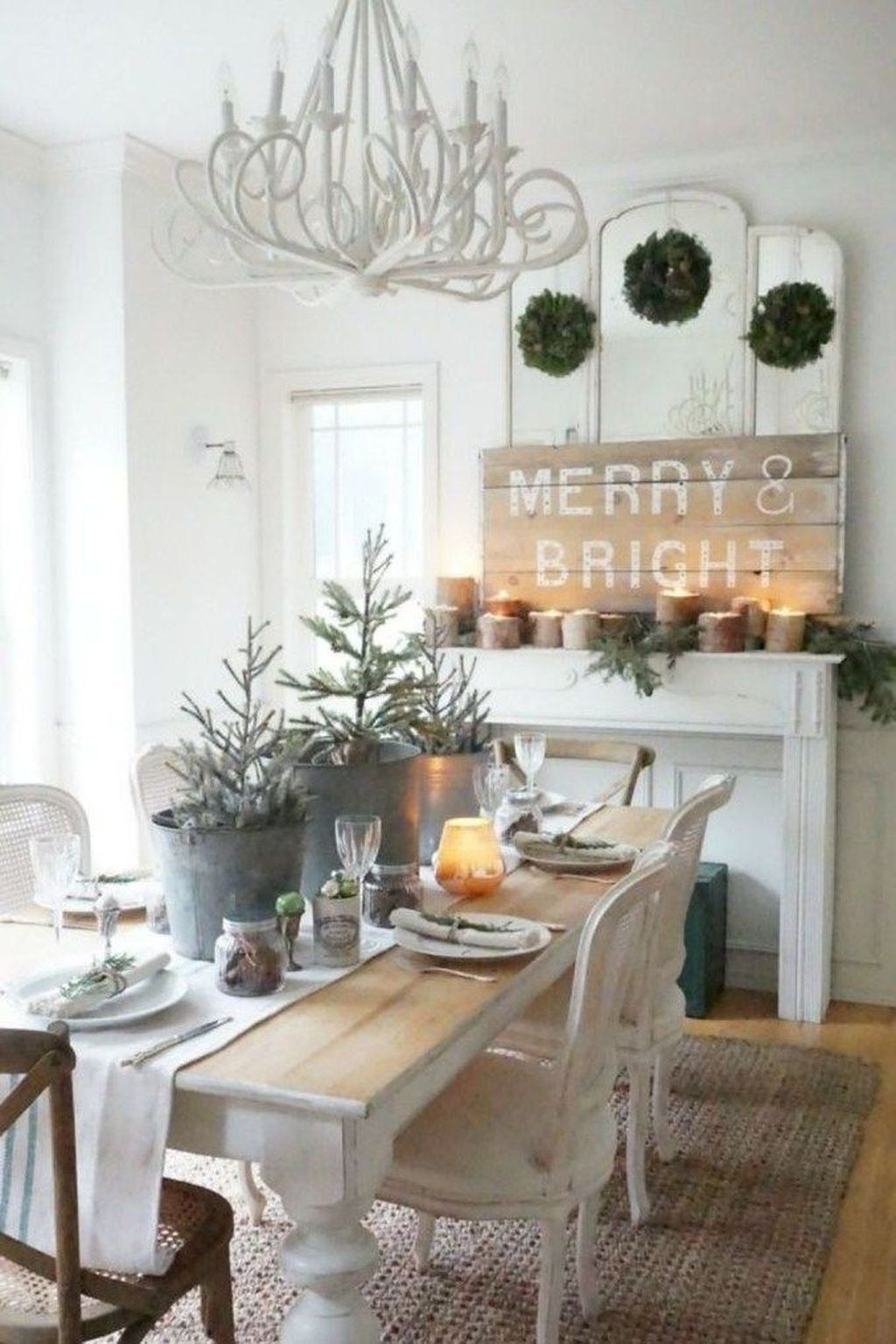 Beautiful Winter Dining Room Table Decor Ideas Which You Definitely Like 30