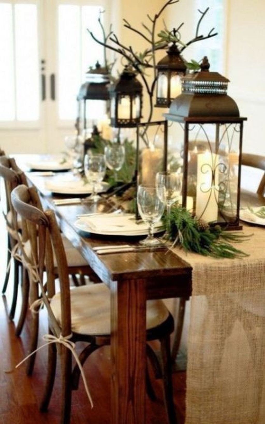 Beautiful Winter Dining Room Table Decor Ideas Which You Definitely Like 34