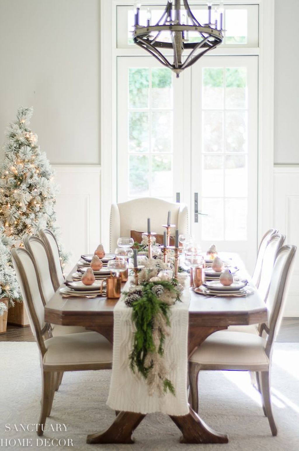 Beautiful Winter Dining Room Table Decor Ideas Which You Definitely Like 36