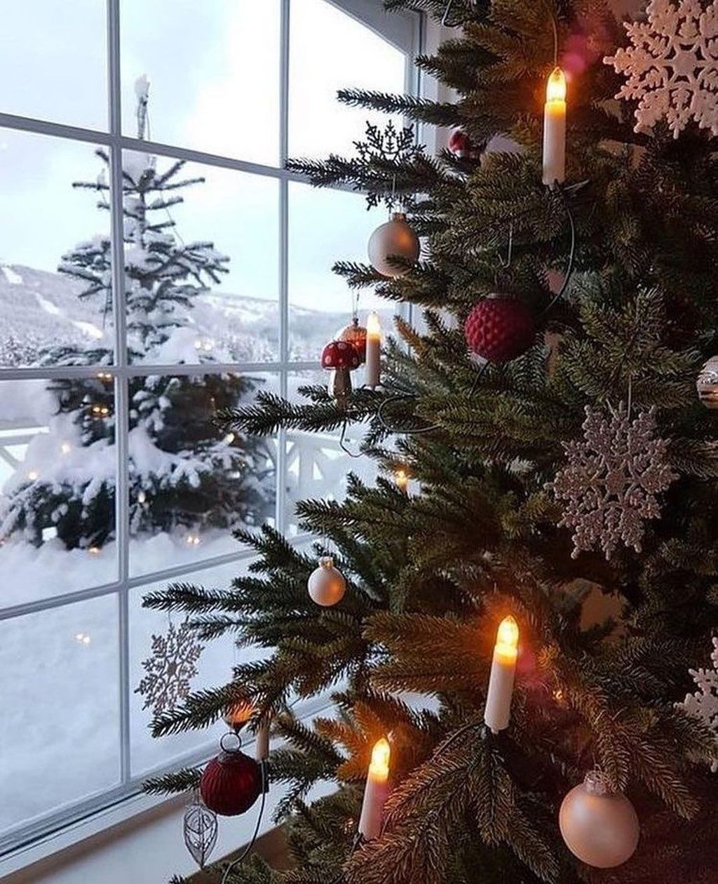 Beautiful Winter Wonderland Lighting Ideas For Outdoor And Indoor Decor 16