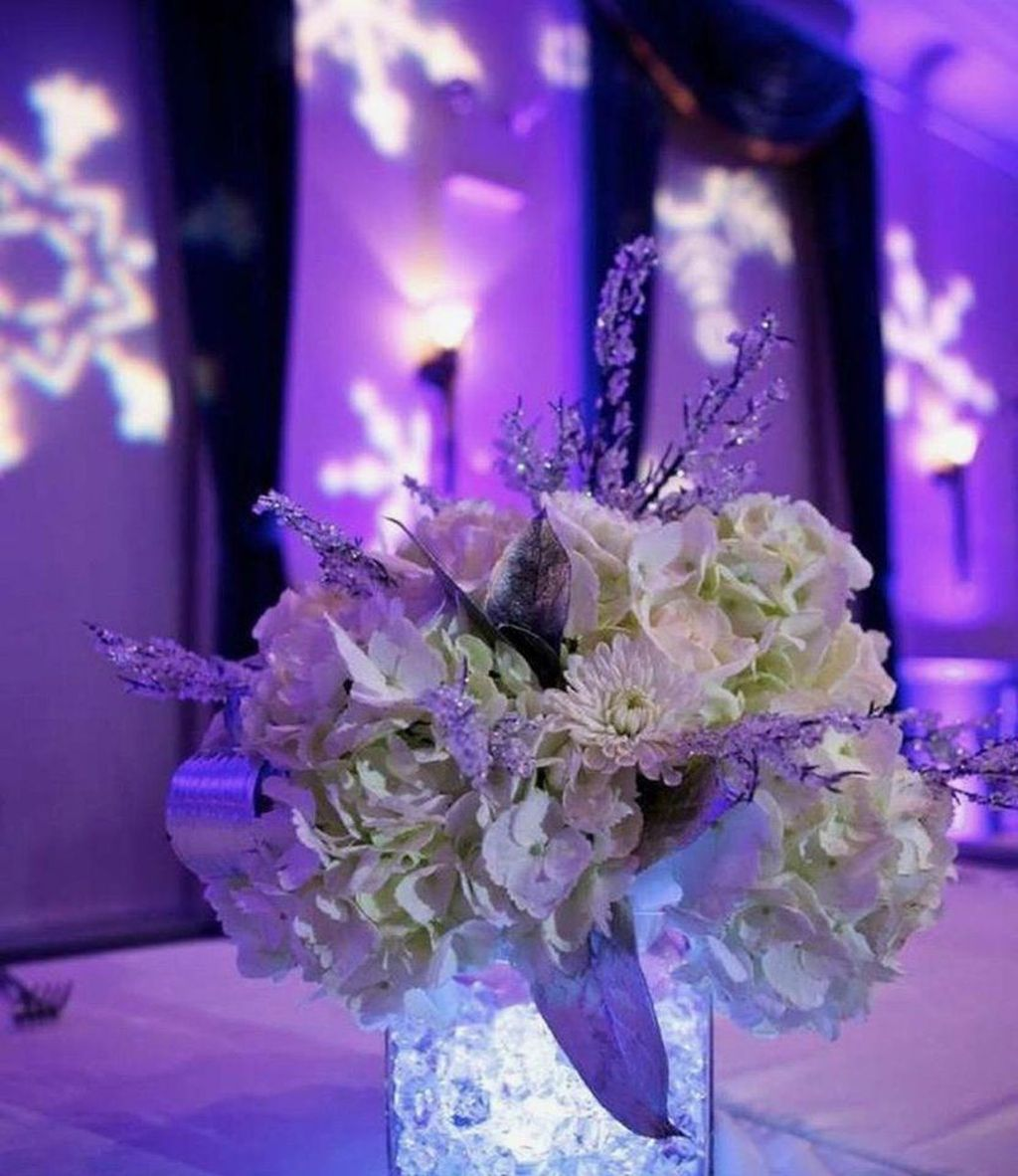 Beautiful Winter Wonderland Lighting Ideas For Outdoor And Indoor Decor 41