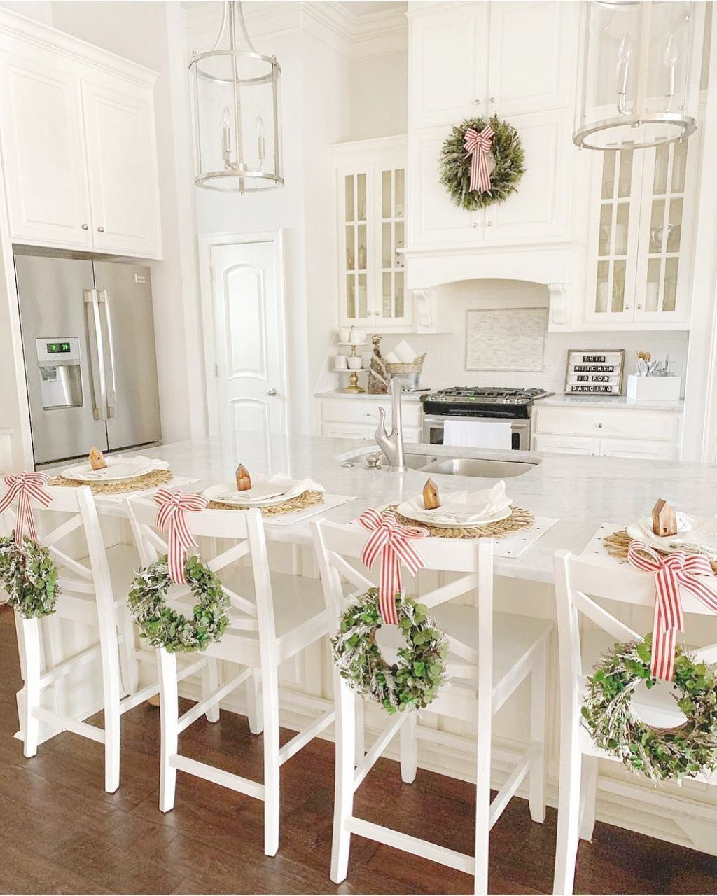 Inspiring Winter Kitchen Decor Ideas You Can Try 24