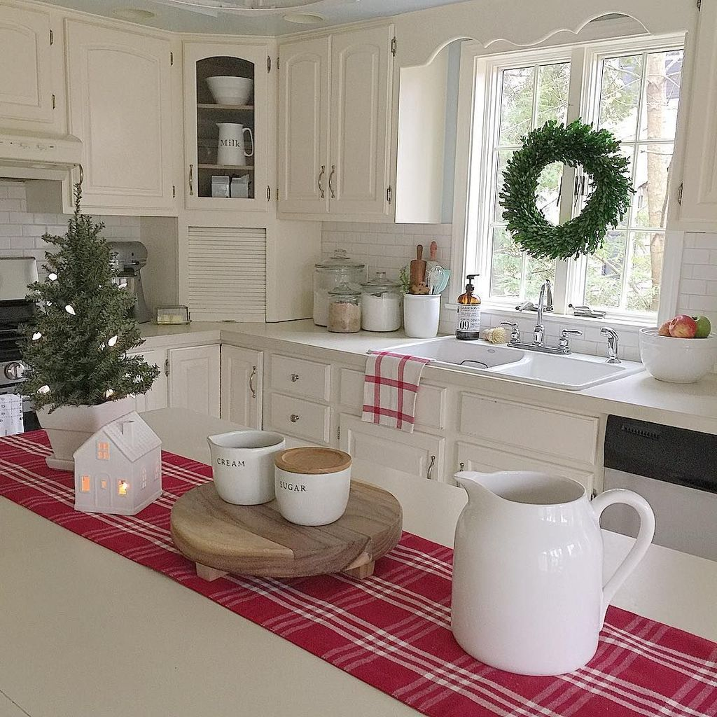 Inspiring Winter Kitchen Decor Ideas You Can Try 31