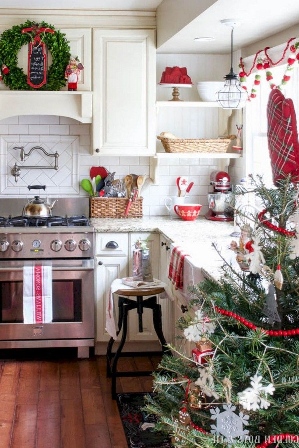 Inspiring Winter Kitchen Decor Ideas You Can Try 38