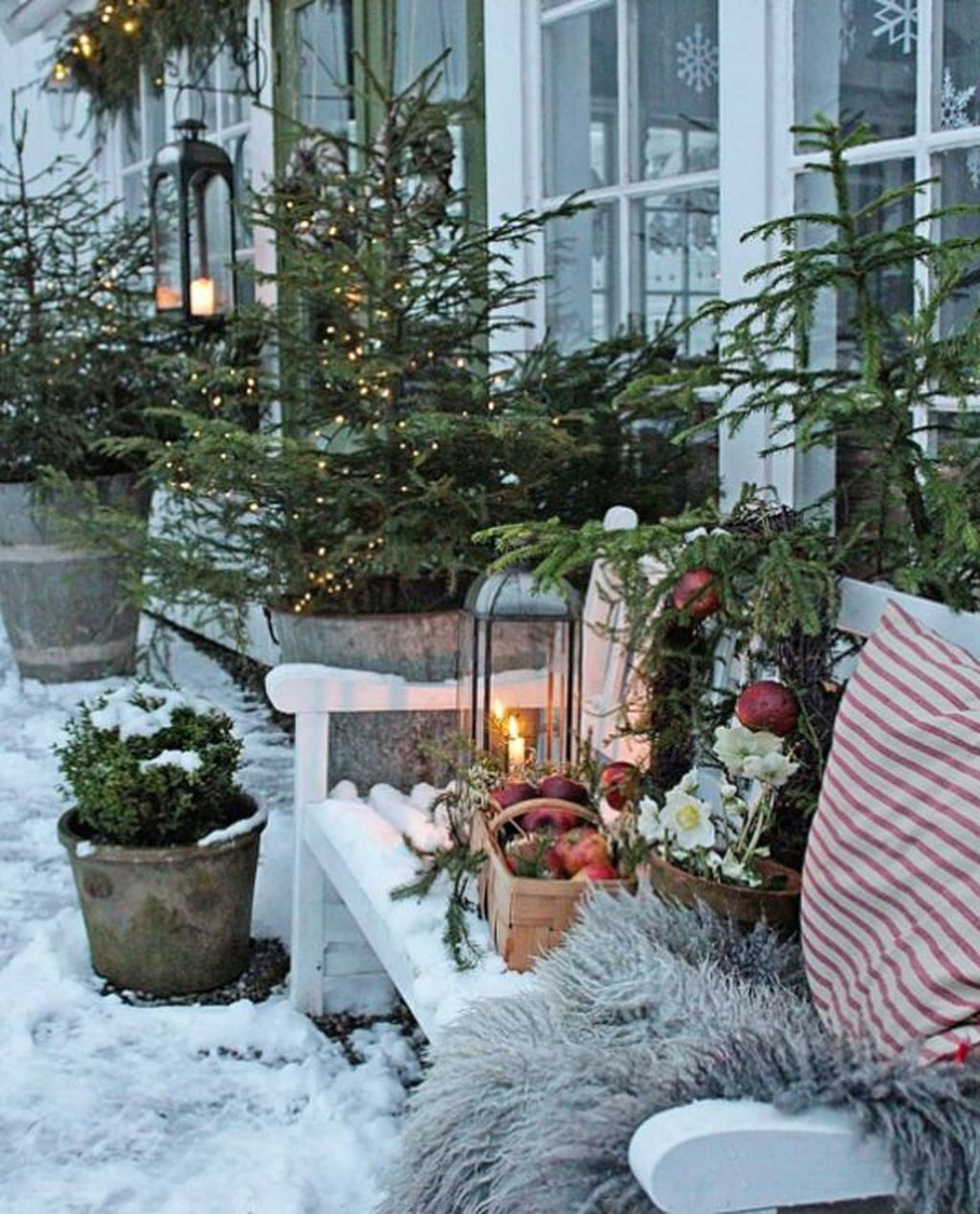 Popular Outdoor Decor Ideas For This Winter 30