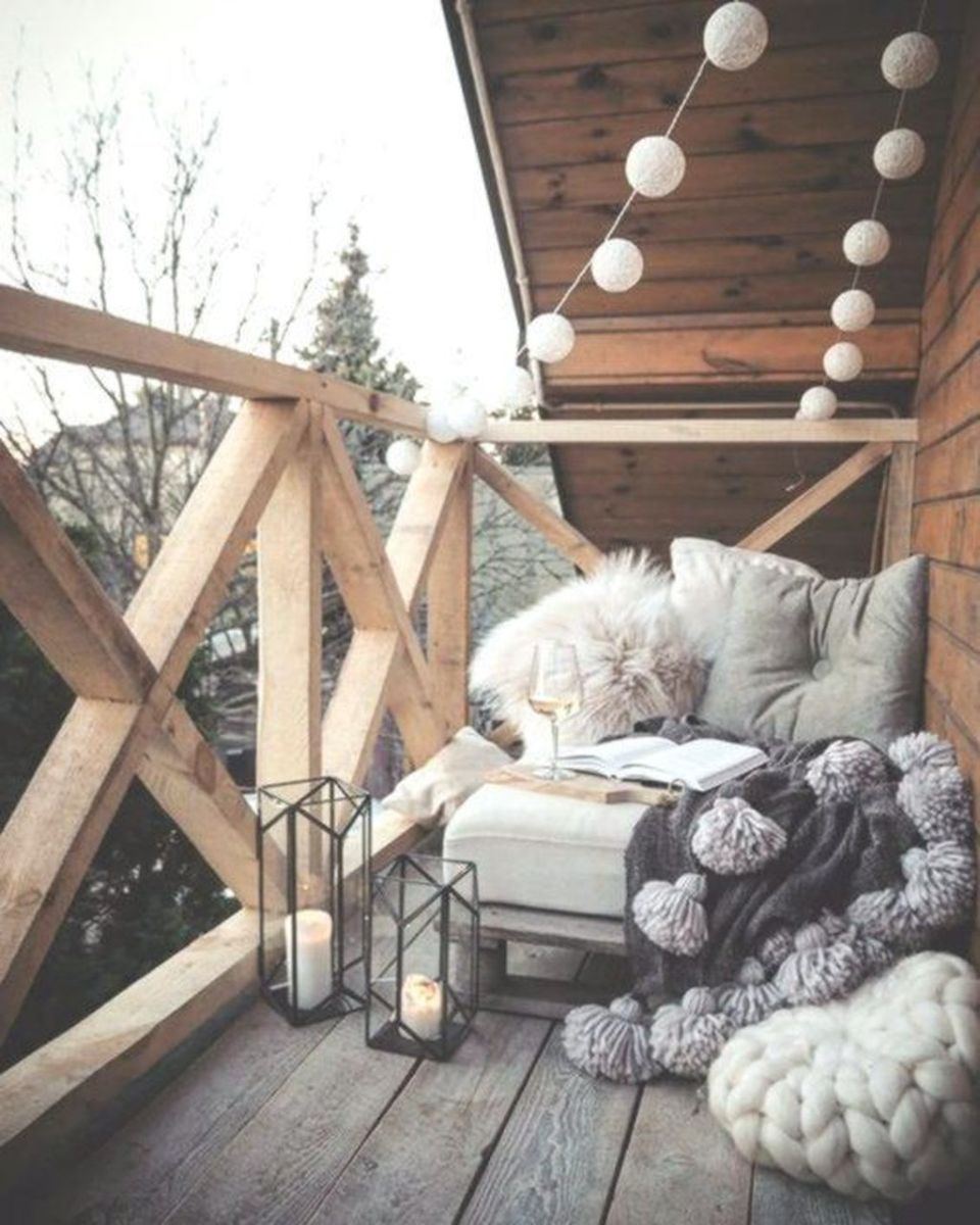 Stunning Winter Balcony Decorating Ideas 09