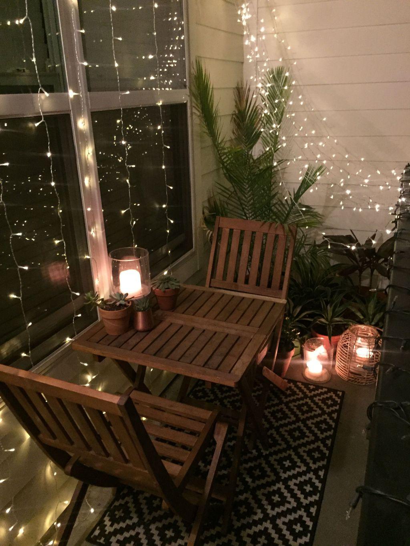 Stunning Winter Balcony Decorating Ideas 35
